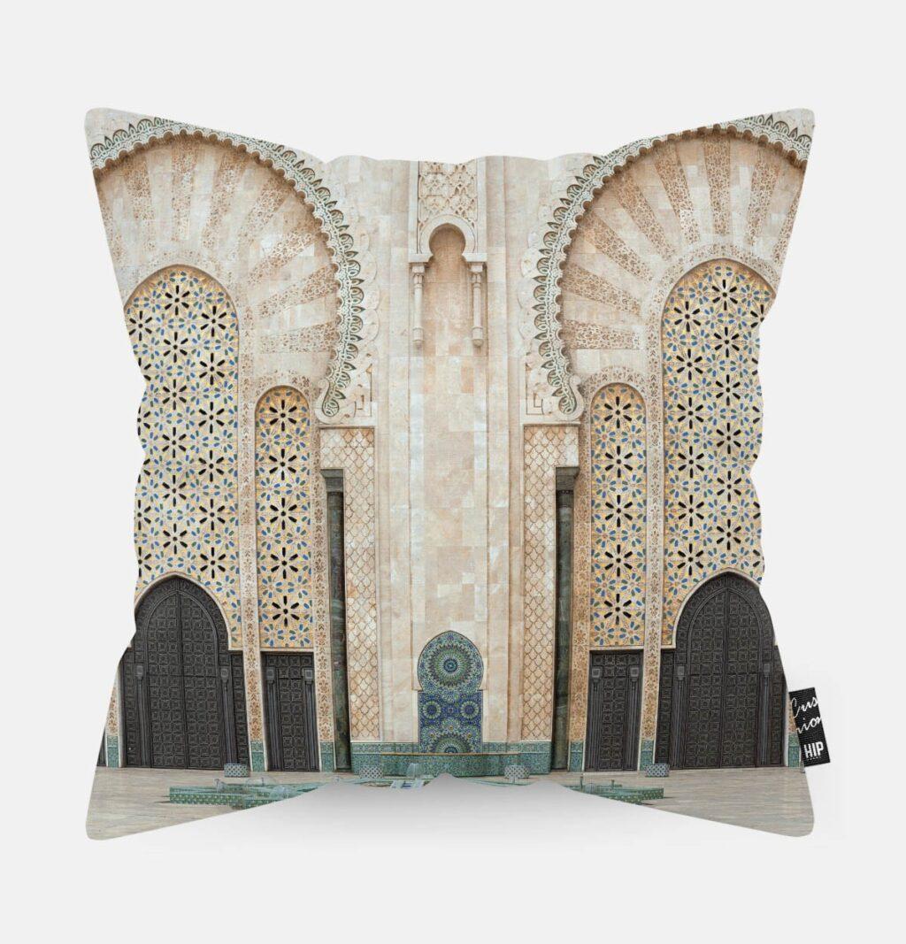 Kussen met een gebouw van Casablance erop.