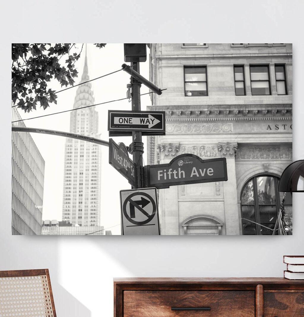 Vierkante wanddecoratie van Fifth Avenue in zwart-wit.