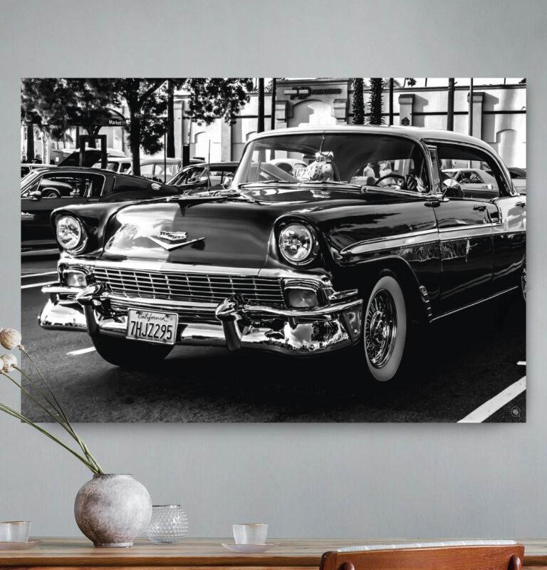 Vierkante wanddecoratie van een luxe auto in zwart-wit.
